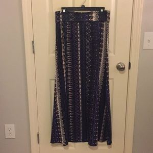 Patterned maxi skirt!